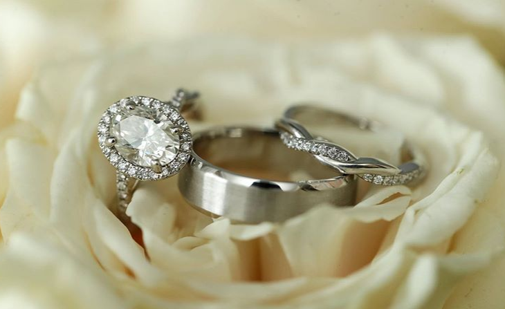 WHAT ARE THE MOST POPULAR DIAMOND ENGAGEMENT RINGS?